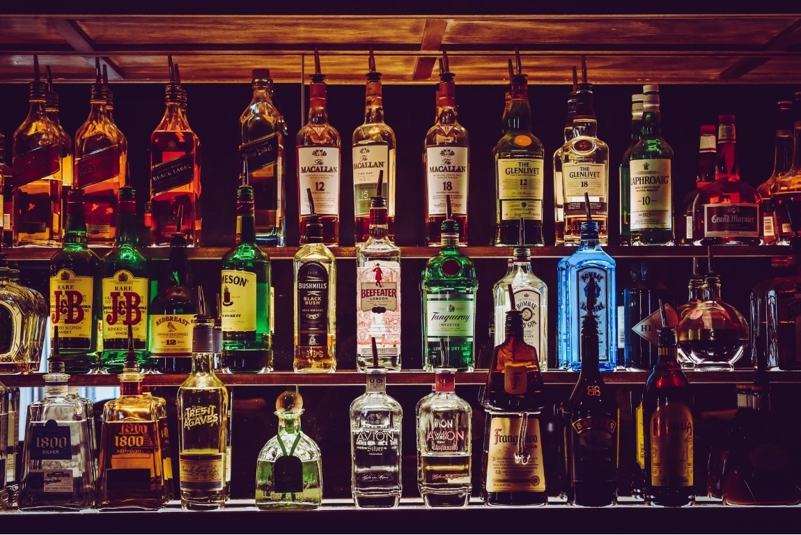 how to stock a home bar - featured