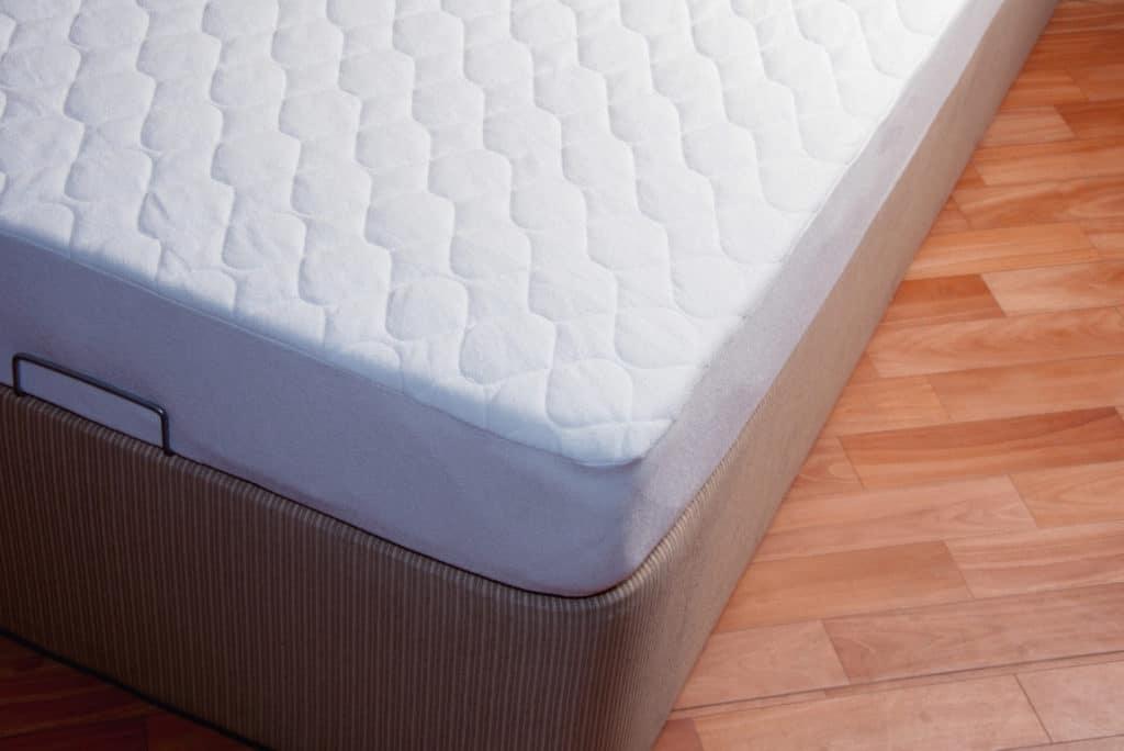 best cooling mattress for men who run hot - featured