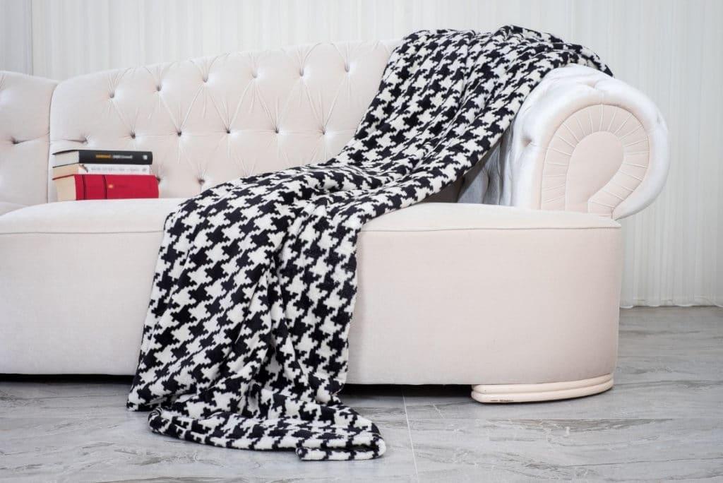5 Best Throw Blankets for Men in 2021